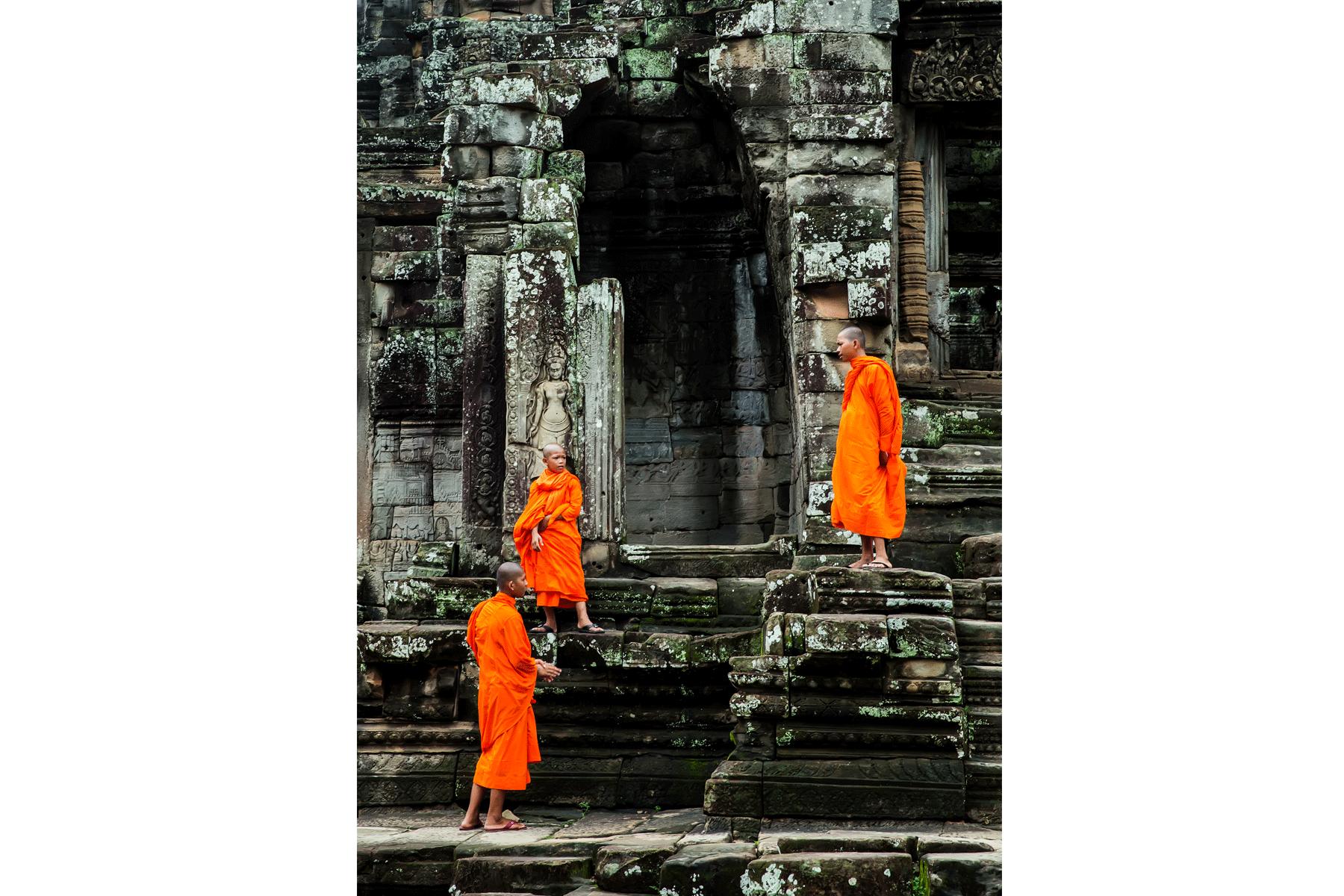 angkor-wat-monks-cambodia