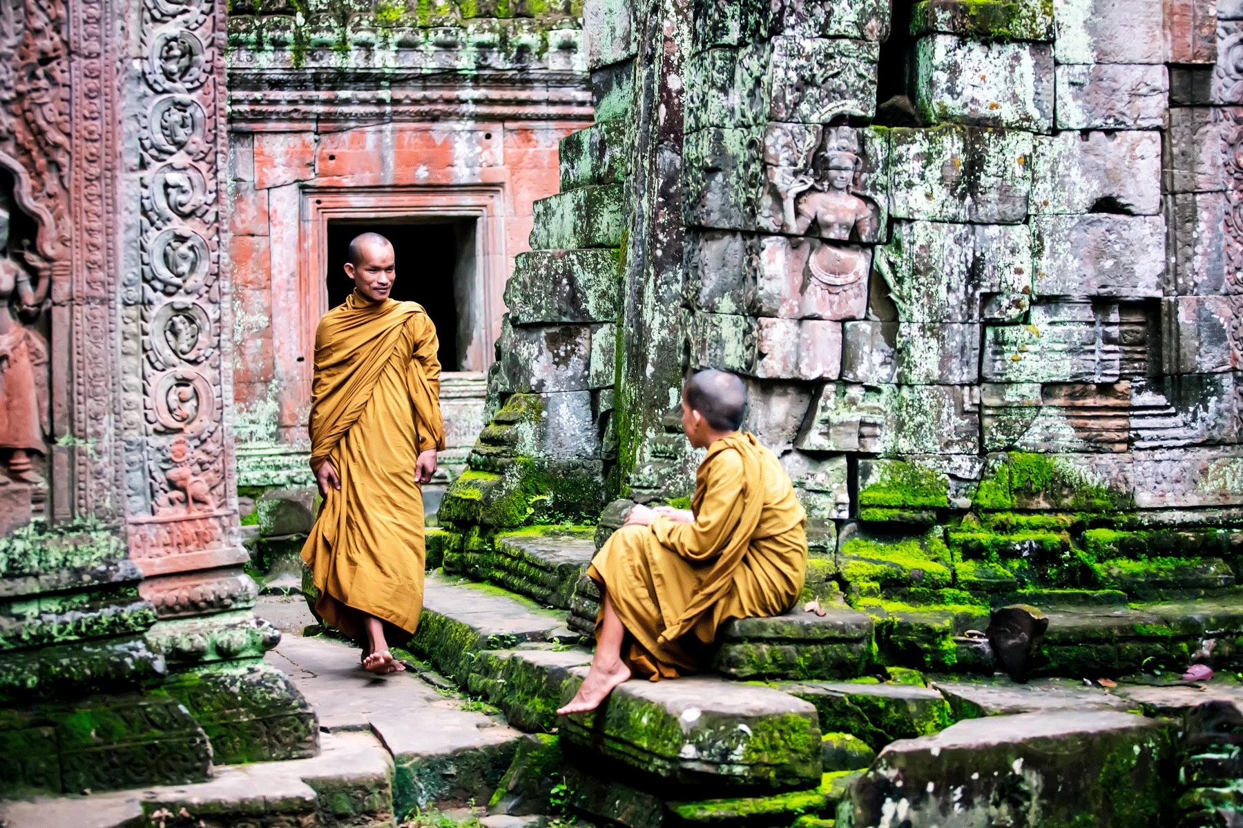 buddhist-monks-angkor-archeological-site