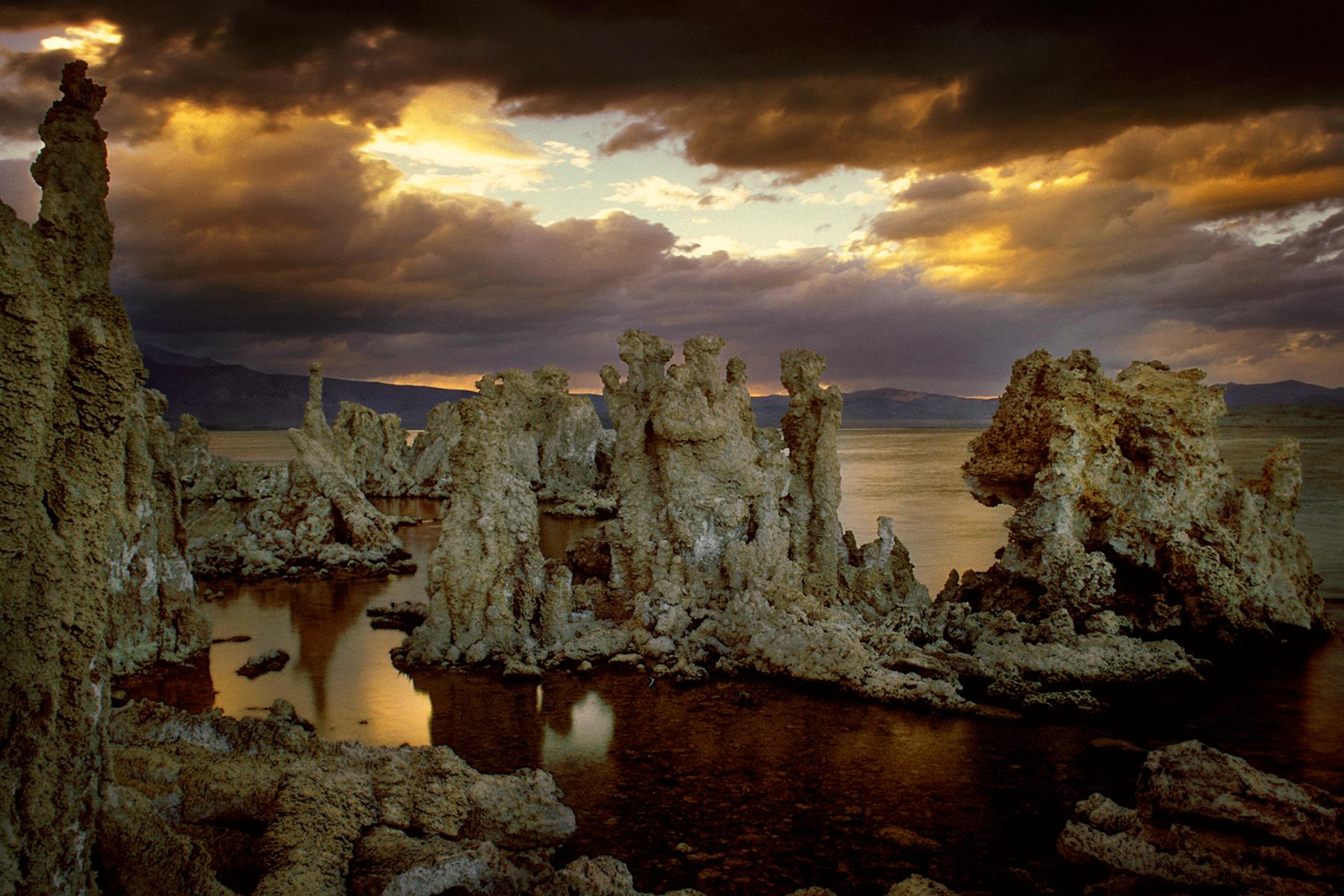 mono-lake-lee-vining-california-tufas