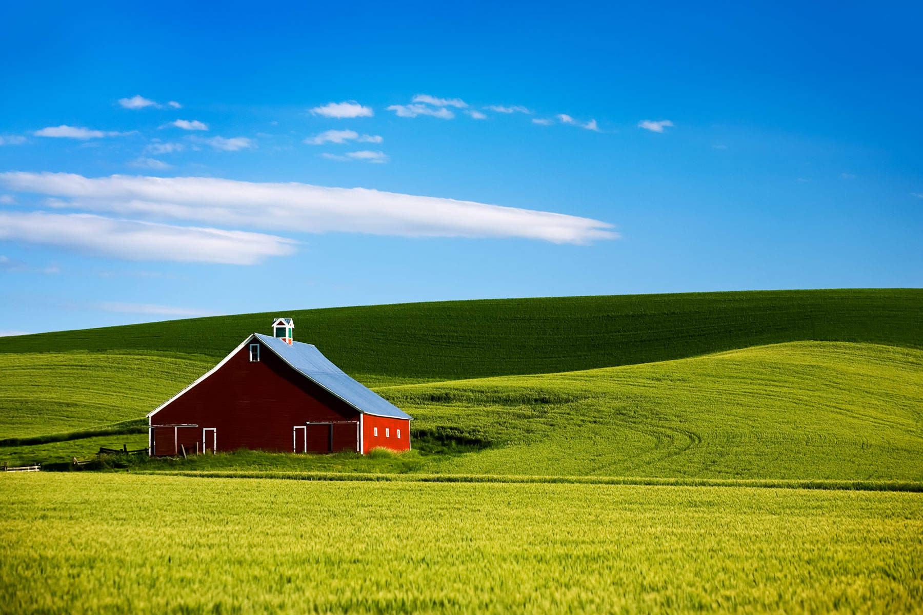 paluouse-valley-red-barn